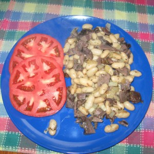 Lamb with white beans and sliced tomatoes